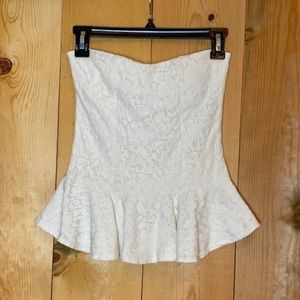 Strapless casual-elegant blouse.
